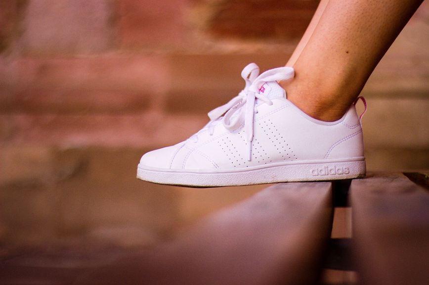White tennis shoes