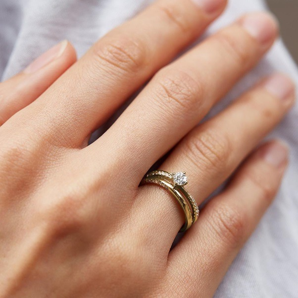 How to match an engagement ring with a wedding ring