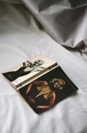 Marilyn Monroe covers on a book