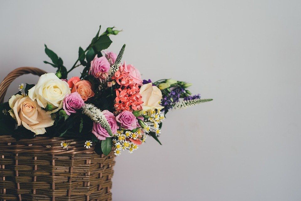 How Flowers Can Help You Improve Your Home Decor